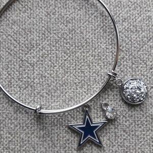 Women's adjustable charm bracelet